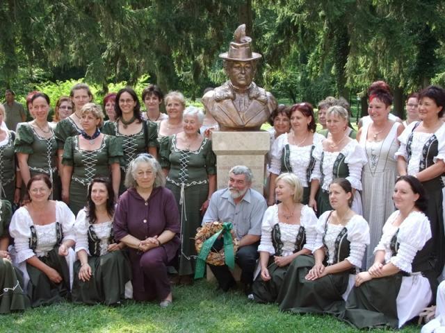 Szoboravató ünnepség Izabella főhercegasszony emlékére